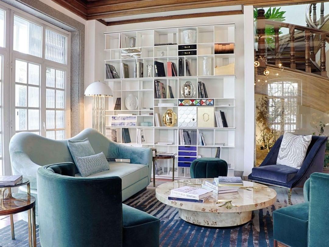 CONTEMPORARY WHITE & BLUE LIVING ROOM