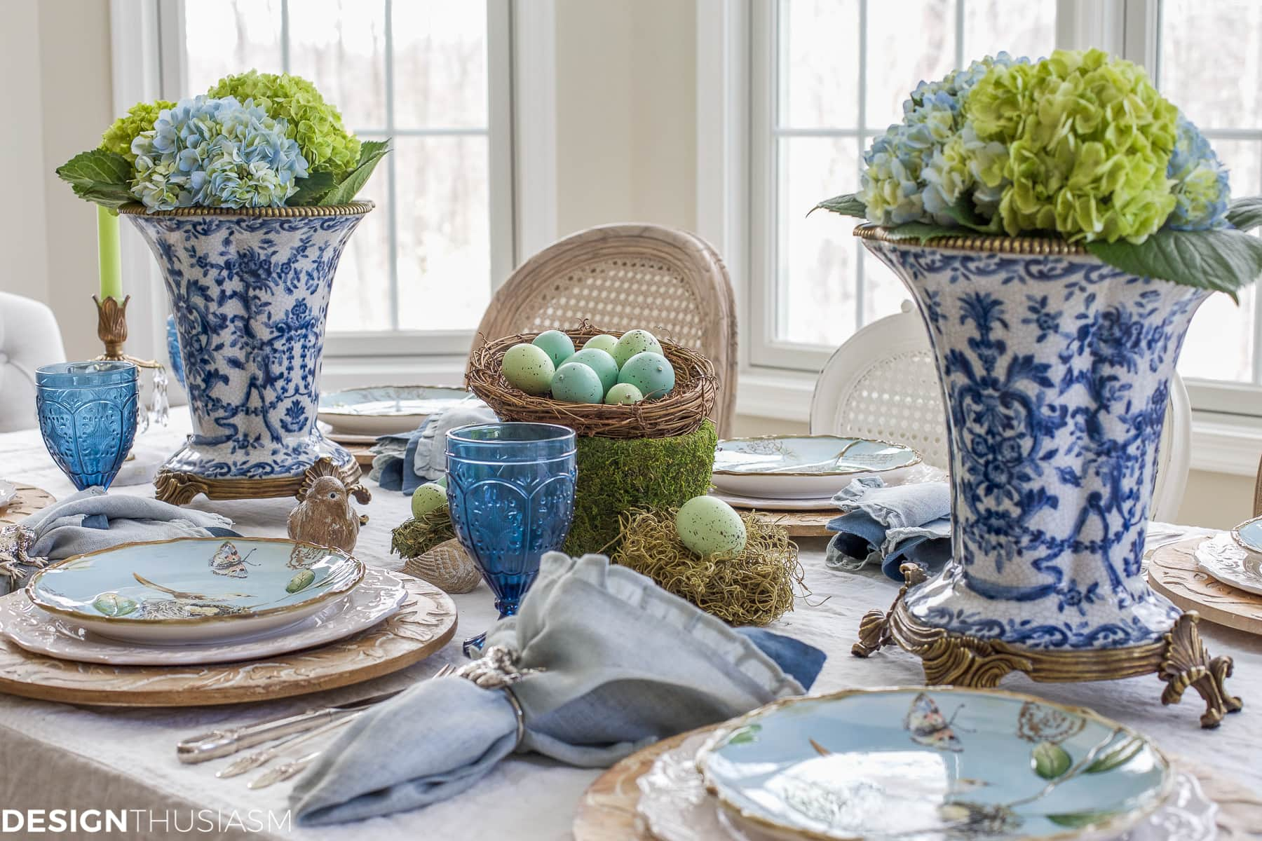 one of the easter table setting ideas with centerpieces