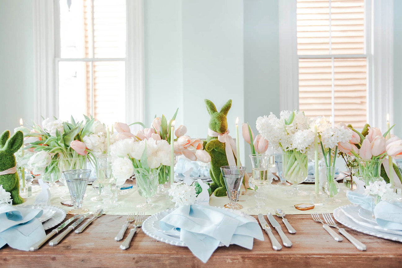 A table with bunnies and flower decorations by easter table setting ideas