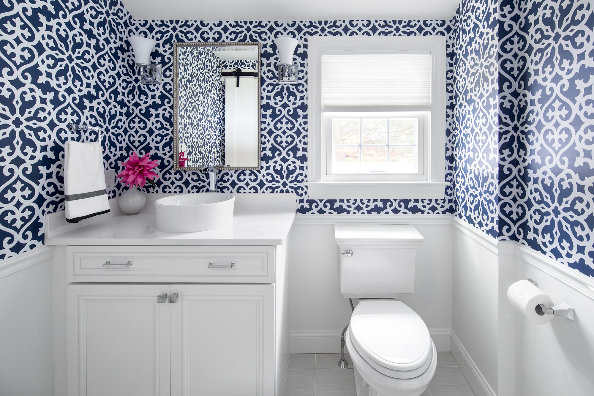 blue wallpaper for a bathroom of Blue bathroom inspirations for your design project