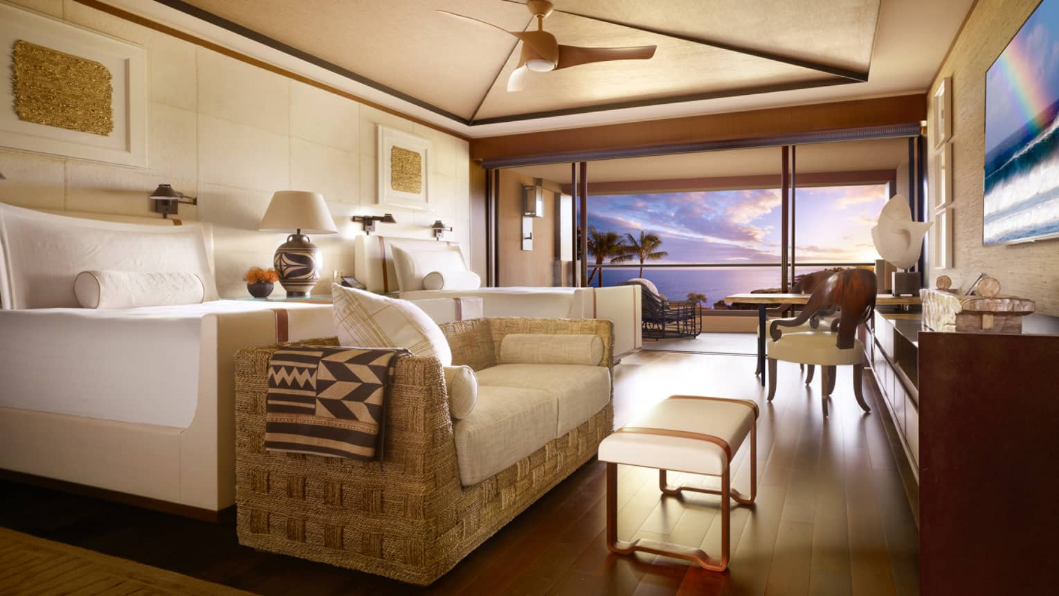 four season lanai in Hotel design ideas at home