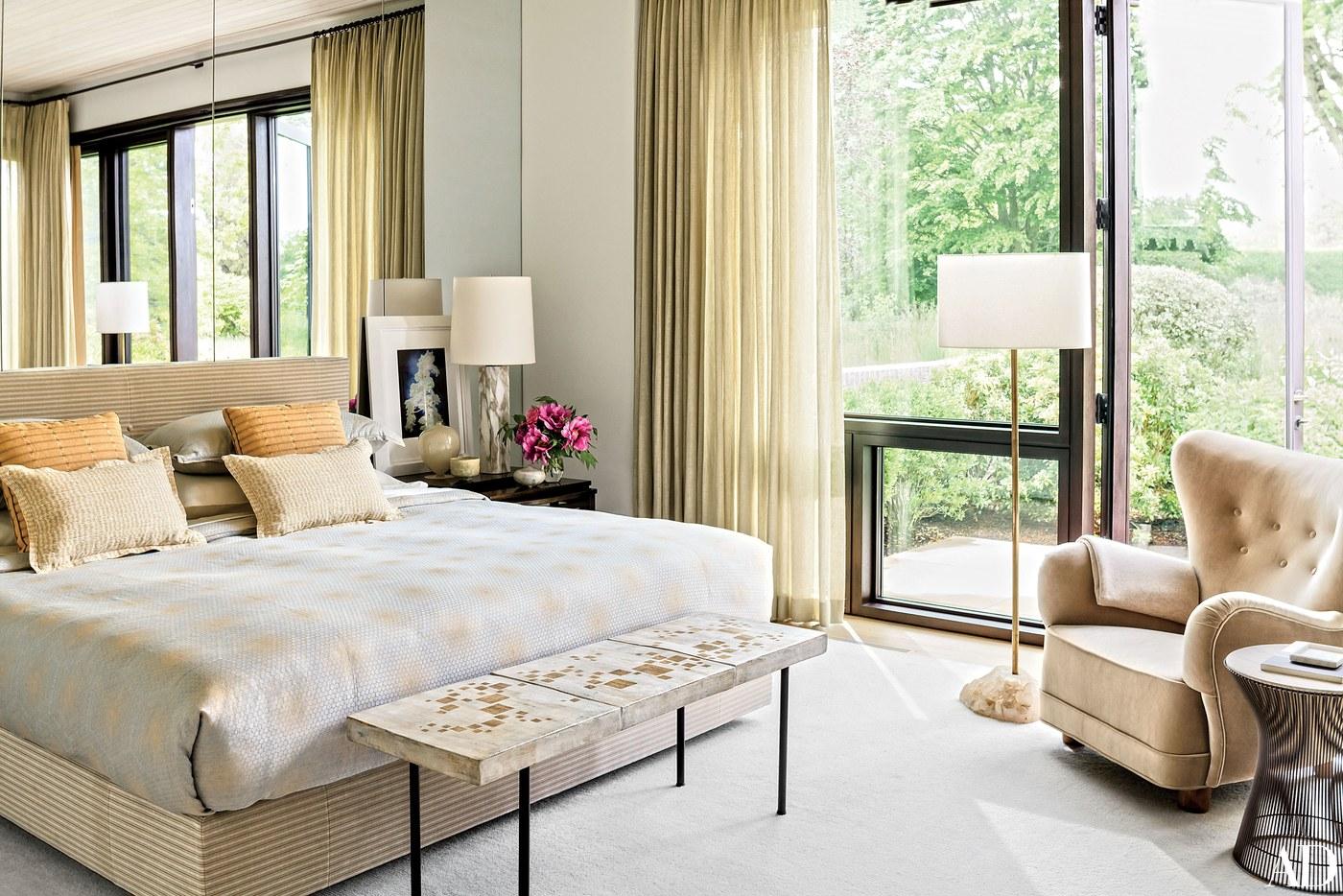 The-Classic-American-Decorating-by-AD100-List-Thomas-Obrien-Aero-Studios-elegant-bedroom