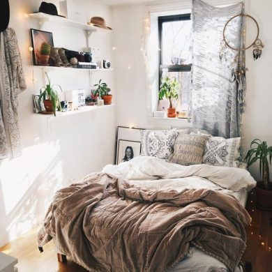 On today's post, we decided to give you some ideas to you decorate your small bedroom on a cute form. We hope that you use our tips in your bedroom.